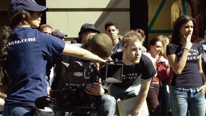 最新のデザインを実践で学ぶ専門の学校映画監督